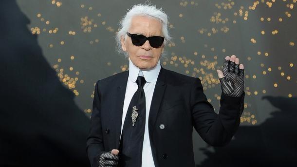 Bota e modës në zi, ndahet nga jeta ikona Karl Lagerfeld