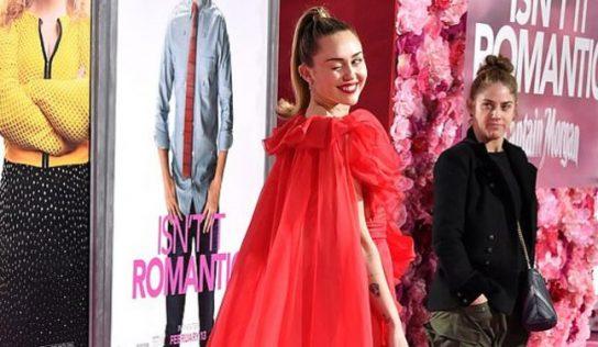 Miley Cyrus shfaqet e vetme në premierën e filmit të bashkëshortit të saj
