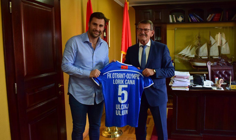 Ish kapiteni i Kombëtares shqiptare vizitoi Ulqinin