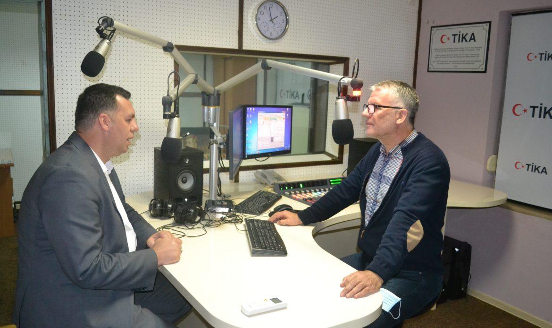 I ftuar në Radio Elita  Kryeimami i Bashkësisë Islame në Ulqin  Ali ef Bardhi.