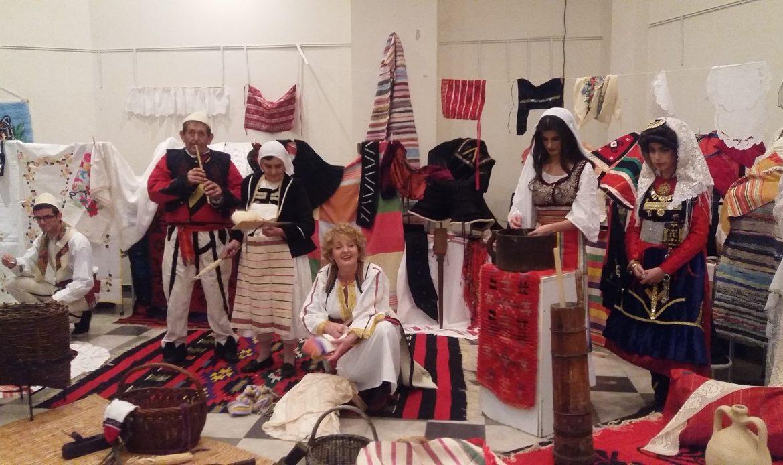 """Emisioni """" Zëra dhe Gjurmë"""" -Intervistë me Leze Lazarin – kultivuese e veshjeve tradicionale të shqiptarëve në Mal të Zi"""